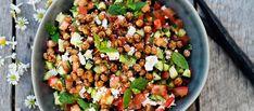 Kurkku-tomaattisalaatti fetalla ja rapeilla kikherneillä/ Cucumber and tomatoe salad with Feta cheese and chicpeas, Kotiliesi. Superfood, Cobb Salad, Feta, Salad Recipes, Cucumber, Salads, Food And Drink, Favorite Recipes, Cheese
