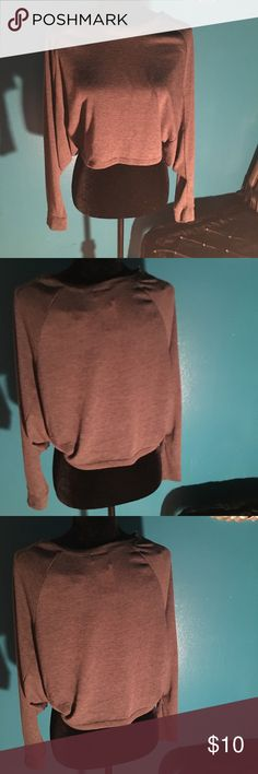 RUE 21 CROP TOP ❤️❤️❤️ Lovely crop top in great condition this crop is wide at the sleeve and then fitted cute with jeans Rue 21 Tops Crop Tops