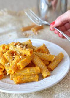 Pasta integrale con carote e mandorle profumata allo zenzero