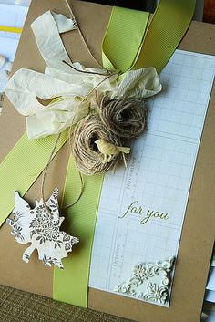 Homespun with Heart: easy wedding invitations and gift wrap.Danielle Flanders, so pretty! Wedding Gift Wrapping, Creative Gift Wrapping, Creative Gifts, Wedding Gifts, Unique Gifts, Wrapping Ideas, Wrapping Gifts, Pretty Packaging, Gift Packaging