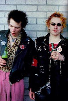 Yawning Sid and Johnny #SExPiSToLs pic.twitter.com/7ZMakKrSW6