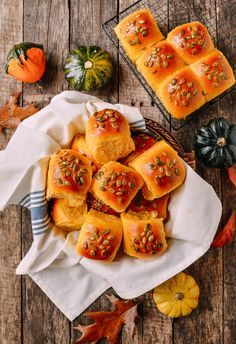 Pumpkin dinner rolls made from Asian milk bread is tender and fluffy. If you love buttery, soft parker house rolls you'll love these pumpkin dinner rolls! Cheese Pumpkin, Baked Pumpkin, Milk Bread Recipe, Bread Recipes, Baking Recipes, Parker House Rolls, Bun Recipe, Rolls Recipe, Raw Pumpkin Seeds