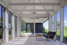 Image 4 of 10 from gallery of Gotland Summer House / Enflo Arkitekter + DEVE Architects. Photograph by Joachim Belaieff Contemporary Architecture, Interior Architecture, Interior Design, Architects Journal, Modern Barn House, Facade, Outdoor Living, Villa, House Ideas