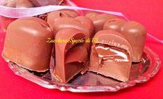 Cioccolatini con cuore di Nutella. Idee regalo per Natale Nutella Mug Cake, Nutella Fudge, Nutella Recipes, Chocolate Recipes, Dessert Hummus Recipe, Dessert Recipes, Mini Desserts, Love Food, Sweet Recipes