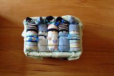 *Originelles Geburts- oder Taufgeschenk für Jungs*  _Windelbabys - im Aufbewahrungskörbchen_  Windeltorten, die aus den USA kommen, sind inzwischen auch hierzulande beliebte Geschenke zur...