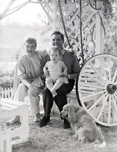 Net Image: Lucille Ball and Desi Arnaz: Photo ID: . Picture of Lucille Ball and Desi Arnaz - Latest Lucille Ball and Desi Arnaz Photo. I Love Lucy, Vintage Hollywood, Classic Hollywood, Hollywood Couples, Hollywood Icons, Jane Withers, Lucie Arnaz, William Frawley, Lucy And Ricky