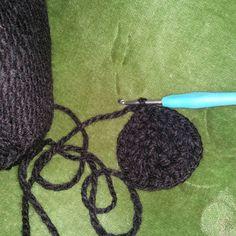 Hola!! Hoy hace día frio y lluvia así que a crochetear  algo...que será será? es un patrón de mi paisana  @margarita_knitting (paisana aunque yo sea majorera de islas vecinas ) #crochet #ganchillo #Palucinarte #inprogress #instacrochet #instacrochet #crochetadicta #cosasbonitas #cosaschulas by luci_palucinarte