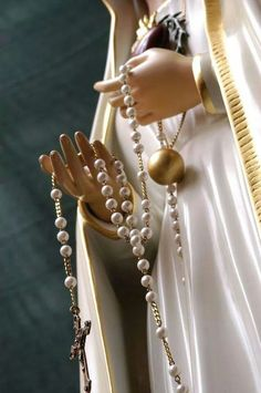 The Rosary - Most powerful form of prayer from Mother Mary. Praying The Rosary, Holy Rosary, Blessed Mother Mary, Blessed Virgin Mary, Catholic Art, Religious Art, Hail Holy Queen, Lady Of Fatima, Queen Of Heaven