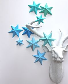 "How to make 3D stars..""3D star-making tutorial and lots of decor ideas for how to use them."""