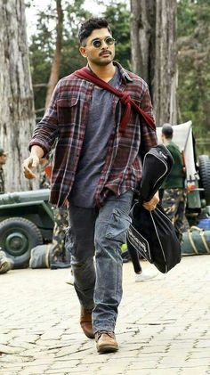 Stylish Star Allu Arjun Still From Naa Peru Surya Naa Illu India Bollywood Posters, Bollywood Actors, Bollywood Celebrities, Indian Celebrities, Dj Movie, Movie Photo, Movie Songs, Actor Picture, Actor Photo