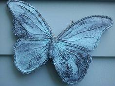 vlinder...keramiek....2010 gemaakt door Ria Jeurissen