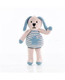 """""""Leuke fair trade gehaakte konijnenknuffel van Pebble met een ster op zijn bu..."""