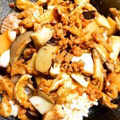 味付けは、酒、みりん、しょうゆ、中濃ソース少し、塩胡椒です(o^^o) - 10件のもぐもぐ - エリンギ、薄揚げ、大豆肉そぼろ丼ぶり@ベジタリアン、ビーガン by Vivian AnimalRights