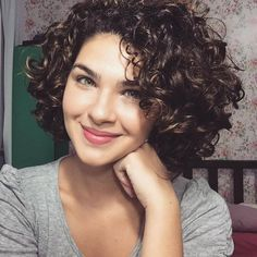 Recommendations to hair and also fantastic 2018 short curly haircuts. Latest suggestion on hairs and also 2018 short curly haircuts with extra short hairstyles pictures green hair themes as bob hairstyles. Short Curly Hairstyles For Women, Haircuts For Curly Hair, Spring Hairstyles, Hairstyles For Round Faces, Short Hair Cuts, Curly Hair Styles, Natural Hair Styles, Curly Short, Hairstyles 2018