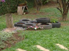 reaproveitando pneus que estavam jogados em um terreno baldio: vai ser um canteiro de ervinhas para chá e temperinhos