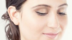 Makeup How-To: Gorgeous Gilded Cat Eye