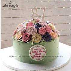 The Enormous Rose Bouquet #cakeshop #bestcake #customcake #kuejakarta #buttercreamcake #cake #cakes #birthdaycake #JKTFOODIES #JKTINFOOD #cakejakarta #birthdaycake #babyshowercake #anniversarycake #tokokue #yummycake #deliciouscake #instacake #vintagecake #tokokuejakarta #kueultah #flowercake #cupcake #bridalshower #rusticcake #lulukaylacupcake #rose