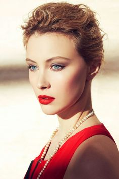 Sarah Gadon....beautiful ? Yes ...if she could only play.....barbie :/