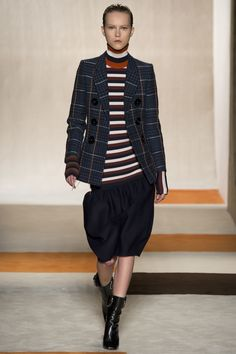 Victoria Beckham Fall 2016 Ready-to-Wear Fashion Show Collection: See the complete Victoria Beckham Fall 2016 Ready-to-Wear collection. Look 10 Fashion Week 2016, Fashion Show, Fashion Looks, Fashion Trends, Fashion Inspiration, Kids Fashion, Women's Fashion, Victoria Beckham News, Valentino