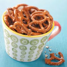 Party Pretzels Recipe -Not only are these a perfect mid-morning or afternoon snack at work, they're perfect for hungry kids just home from school. Plus, they make for fantastic party food! Party Pretzels Recipe, Healthy Afternoon Snacks, Appetizer Recipes, Appetizers, Pretzel Recipes, Drink Recipes, Healthy Recipes, Tailgating Recipes, Deserts
