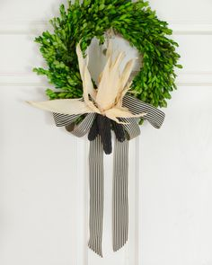 Easy fall or Halloween wreath with preserved boxwood and black spray painted corn