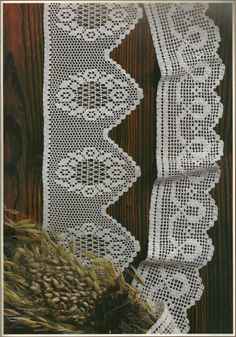 Filet crochet lace edging, flower wreath with points; Crochet Dollies, Crochet Lace Edging, Crochet Borders, Crochet Trim, Love Crochet, Knit Crochet, Stitch Patterns, Crochet Patterns, Lace Tape