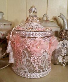 Bonbonnière en verre esprit shabby chic dentelle et perles : Accessoires de maison par les-intemporels