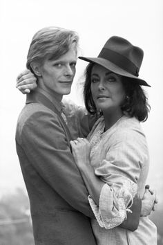 David Bowie and Elizabeth Taylor photographed by Terry O'Neill in Beverly Hills, Elizabeth Taylor, James Dean, Glam Rock, Rock N Roll, Playboy, David Bowie Starman, Terry O Neill, The Thin White Duke, Major Tom