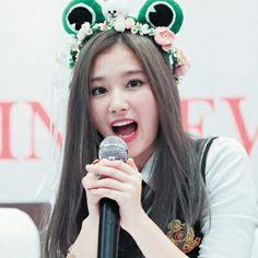 Sana - Twice Kpop Girl Groups, Korean Girl Groups, Kpop Girls, Nayeon, Kpop Show, Sana Minatozaki, Twice Sana, Dahyun, Wattpad