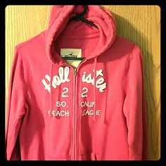 Hollister sip up hoodie size L Great condition. Worn a hand full of times. Like new Hollister Tops Sweatshirts & Hoodies