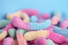 Gummy Candy Pictures - Pink And Blue Gummy Worms Sour Gummy Worms, Sour Gummy Recipe, Sour Gummy Bears, Candy Pictures, Candy Images, Bible Object Lessons, Sour Candy, Keto Candy, Free Candy