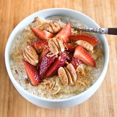 Quinoa for breakfast you ask? Quinoa, coconut milk, strawberries, pineapple, toasted coconut and pecans! Quinoa Breakfast, Free Breakfast, Breakfast Time, Breakfast Recipes, Breakfast Ideas, School Breakfast, Breakfast Dishes, Pumpkin French Toast, Brunch