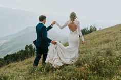 See all the glorious rustic mountain elegance in this Vail, Colorado wedding! | Image by Joel Bedford Weddings