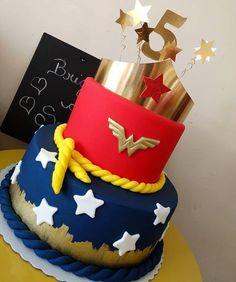 Você também amou esse bolo Mulher Maravilha. By @brigadeirodossonhosoficial • • #bolomulhermaravilha #mulhermaravilha #bolodecoradosalvador…