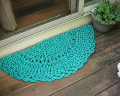 Turquoise Crochet Half Circle Doormat  love this idea! i plan on making my own