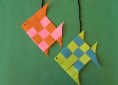 Woven Fish: This creative craft is a great idea for kids of all ages. Kindergarten Art Projects, Craft Projects For Kids, Fun Crafts For Kids, Creative Crafts, Art For Kids, Project Ideas, Summer Camp Crafts, Camping Crafts, Paper Weaving