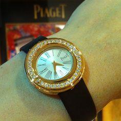 Possession watch, 29 mm. Case in 18K rose gold set with 37 brilliant-cut diamonds. Piaget 157P quartz movement.