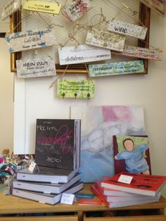 Impressionen vom Schwalben Kiosk: Kochbücher von Susanne Bloch-Hänseler und Spruchschilder von DrüArt www.schwalbe-maert.ch Kiosk, Gift Wrapping, Frame, Gifts, Home Decor, Housekeeping, Shop Signs, Gift Wrapping Paper, Picture Frame