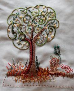Tecido bordado à mão por Priscilla Capraro, bordado livre.