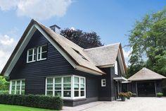 Bijzondere villa met rieten kap te Hilversum | Korfker Architecten