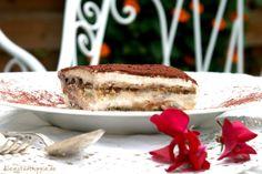 """Tiramisu vegan - Tiramisu (italienisch Tiramisù, wörtlich übersetzt """"zieh mich hoch"""") ein Dessert aus Venetien, das ich vegan zubereite und mit karamellisierten Mandeln verfeinere."""