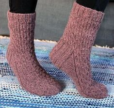 Ulla 01/18 - Ohjeet - Unelias Stockinette, Sock Yarn, Knitting Socks, Knit Socks, Mittens, Knit Crochet, Slippers, Pattern, Dusty Rose