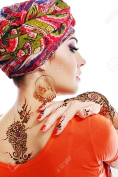 23323698-Beautiful-woman-arabian-make-up-and-turban-on-head-with-detail--Stock-Photo.jpg (Изображение JPEG, 866×1300 пикселов) - Масштабированное (53%)
