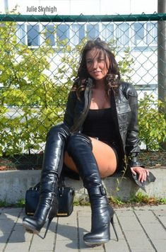 Take it easy. Leather High Heel Boots, Thigh High Boots Heels, Stiletto Boots, Sexy High Heels, Leather Fashion, Fashion Boots, Talons Sexy, Sexy Boots, Over The Knee Boots