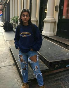 casual jean outfits for summer Outfit Jeans, Jeans Outfit Summer, Summer Jeans, Fall Jeans, Jeans Shoes, Hoodie Outfit, Jean Outfits, Winter Outfits, Summer Outfits