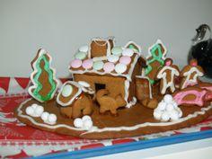 """Leivon joka jouluksi samanlaisen pikkuruisen mökin , pihassa olevat """"lisukkeet"""" vaihtelevat vuosittain, ukko + akka + possu pitää joka vuosi olla. - by Minna -- Piparkakkutalo, Joulu, Gingerbread house, Christmas"""