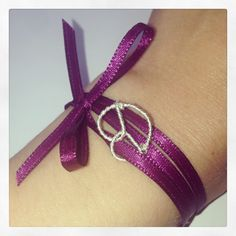 A beautiful little bracelet for the Oktoberfest in Munich! Wear a Brezn with the color you choose.
