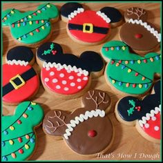 Iced Sugar Cookies, Christmas Sugar Cookies, Christmas Sweets, Disney Christmas, Christmas Baking, Fancy Cookies, Cute Cookies, Cupcake Cookies, Cupcakes