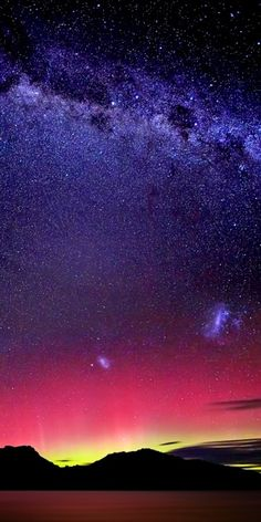 Aurora Australis & The Milky Way (by Stanley Kozak)