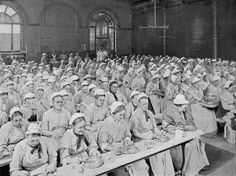 800px-Women_mealtime_st_pancras_workhouse